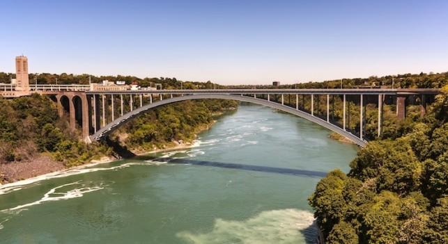 Niagara River © RokaB - Fotolia
