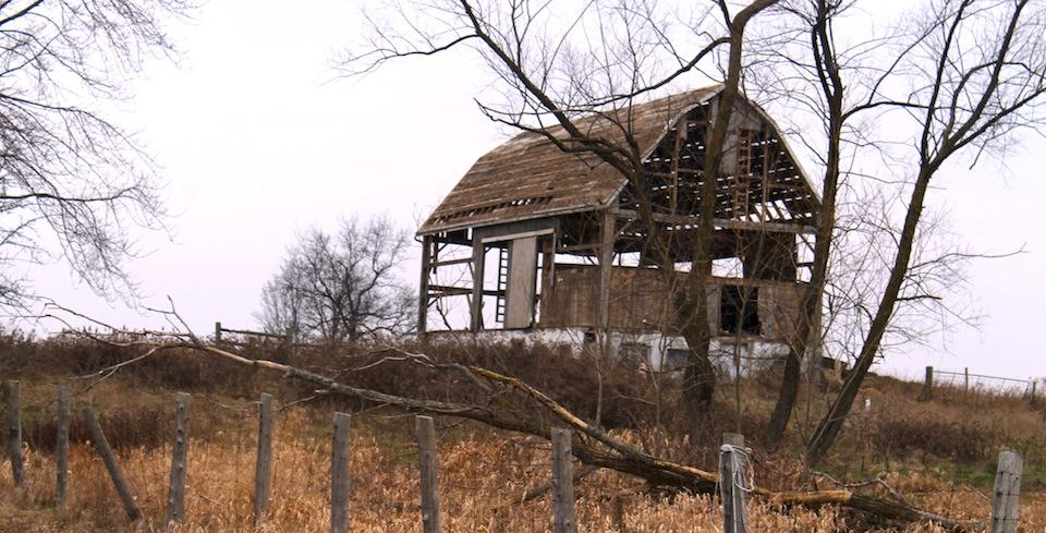 The former Madden farm, old broken-down barn. A\J AlternativesJournal.ca