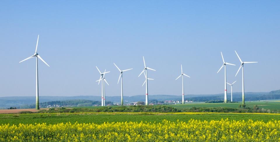 Wind farm © elxeneize - Fotolia-35673840