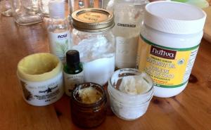 DIY homemade deodorants with baking soda and cornstarch