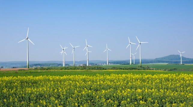 Windmills in rural Germany. © elxeneize \ Fotolia.com